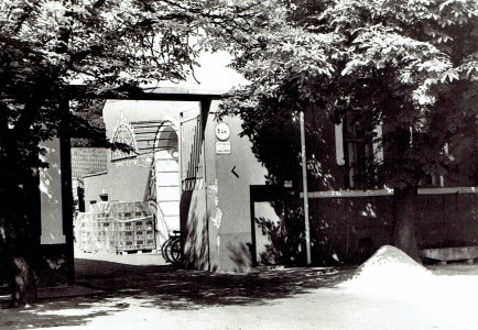 1957-az-elso-szekhelyma-a-cegbirosag-epulete-all-itt-forras-hisz20170211