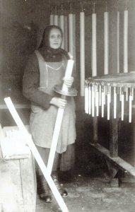 negysarkos-fakja-kezi-ontes-1920-bol-a-kepen-marosan-janosne