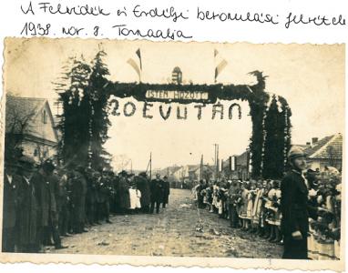 Tornaalja - bevonulás diadalkapu alatt 1938