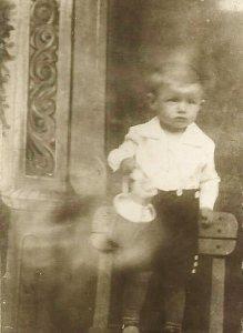 Engelhardt József vásárfiával – 1933