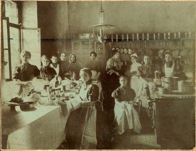 Életkép a kastély konyhájában - 1900-as évek