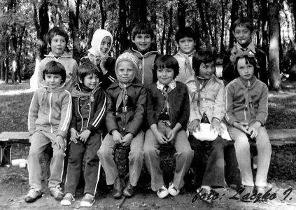 Az I. sz. Általános Iskola 2. osztályosai Városerdőn - 1979