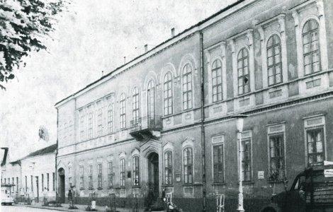 A Nicolae Balcescu Román Gimnázium a Városháza utcában - 1960-as évek