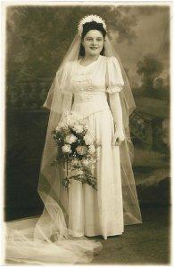 Sz. Ilyés Irén egy esküvői fotón - 1941
