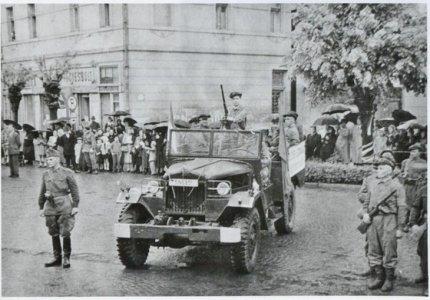 06_karhatalmistak_es_munkasorok_gyulan_majus_elsejen_-_1957
